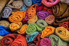 Textiles in the store. Jaipur, India (varfolomeev) Tags: 2018 индия город india city fujifilmxt10
