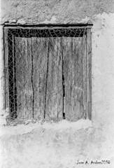 leica lllf + elmar 5cm f-2.8 (joxe@n) Tags: leicalllf elmar5cmf28 fomapan100 rodinal r09oneshot agfa film 35mm revelado analogico aybalaostia ventana blanconegro bw blackandwhite alamedilla analogica