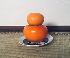 not mochi (dontstareatthesun) Tags: mochi kaki orange persimmon offering offrande かき みかん もち