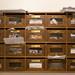 Mit Briefen bestückte Briefkästen in einem Wohngebäude in Rom