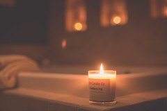 Bath time (Tracey Rennie) Tags: thecandlewasagiftfromkelleyandchristhankyou candle candlelit bath light warmth towels bathtime