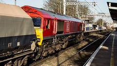 66027 (JOHN BRACE) Tags: 1998 gmemd london canada built co class 66 loco 66027 1037 whatley churchyard stone train seen reading west 1237 running 2 late