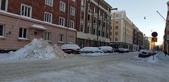 Snow on Museokatu (petra.wessman) Tags: vinter snow street cars appartment buildings talvi lunta asuintaloja kerrostaloja autoja lumikasa snö gata bostadshus höghus snöhög bilar etutöölö främretölö