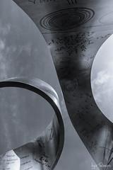 Ginebra, CERN (profesorxproyect) Tags: d7100 1116 tokinaatx1116 nikon byn blackandwhite blancoynegro bw bn suiza ginebra switzerland cern escultura sculpture formulas