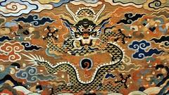 Altar-table frontal tapestry detail, Ming/Qing Dynasty, China, 1600-1700, woven silk. (edk7) Tags: olympuspenliteepl5 edk7 2017 uk england london londonsw7 royalboroughofkensingtonandchelsea southkensington brompton cromwellgardens victoriaandalbertmuseum va vamuseum vam altartablefrontaldetailmingqingdynastychina16001700tapestrywovensilk museum object abstract art weaving colour