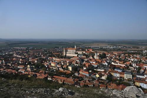 Blick vom Svatý kopeček (Heiliger Berg) auf Mikulov
