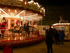 Occhi pieni. (AleColamonici) Tags: christmas xmas natale weekend viaggio travel trip toscana people carousel giostra firenze lights