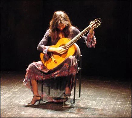 Filomena Moretti 🌹 #chitarrista #classica #chitarra 🎸 #classic #guitar  #capricci 😈 #paganini #rocker 🎥#elettritv💻📲 #sottosuolo #music  #underground 🎼 #musica #webtvmusicale  #musicaorigi
