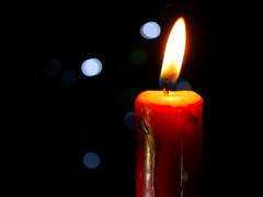 Silent Night (BeMo52) Tags: macromondays holidaybokeh makro lumixgmacro30mm28asphois macro candle kerze light licht sidlight bokeh
