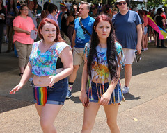 2018_Pride_6d_1909 (cornholio_at_titicacca) Tags: 2018 pridefest lgbtpride gaypride knoxville tn women woman female beautiful pretty cute awesome 2018knoxvillepridefest bellyshirt belly midriff croptop croppedtop abs bbw big chubby