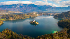 Lake Bled and the Island (keriarpi) Tags: lake bled church slovenia holiday trip travel visiting visit blue sky mountain ostojnica ostrica water island landscape cityscape panorama pano view grass tree tower building castle osojnica