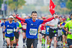 LD4_0404 (晴雨初霽) Tags: shanghai marathon race run sports photography photo nikon d4s dslr camera lens people china weekend november 2018 thousands city downtown town road street daytime rain staff