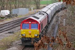 Note to self : Bring Loppers (JohnGreyTurner) Tags: br rail uk railway train transport 66 class66 diesel engine locomotive lincolnshire freight hoppers db dbs dbc ews shed brocklesby