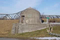 IMGP3467 kleiner WWII Bunker am Rheindamm bei Buchs SG (Alvier) Tags: schweiz ostschweiz alpenrheintal rheintal rhein rheindamm baustelle autokran bunker railjet berge alpstein dreischwestern alvier