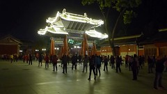 Tianshui night (10b travelling / Carsten ten Brink) Tags: 10btravelling 2017 asia asian asien carstentenbrink china chine chinese fuxi gansu gansuprovince iptcbasic prc peoplesrepublicofchina silkroad tianshui tianshuifuxipedestrianstreet dance evening exercise music neon night pederstrianstreet province temple tenbrink video 中华人民共和国 中国 伏羲 伏羲庙 天水 天水市 甘肃 videoclip filmclip