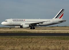 F-HEPB, Airbus A320-214, c/n 4241, AF-AFR-Airfrans-Air France, CDG/LFPG 2018-10-08, taxi on Bravo-Loop. (alaindurandpatrick) Tags: af afr airfrans airfrance airlines fhepb cn4241 a320 a320200 airbus airbusa320 airbusa320200 minibus jetliners airliners cdg lfpg parisroissycdg airports aviationphotography