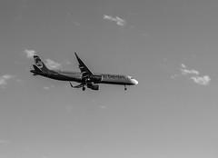 Airbus A321-200 (wpt1967) Tags: airbusa321200 berlin canon50mm eos60d flieger flugzeug knutschi kurtschumacherplatz landeanflug airberlin bw kutschi plane sw wpt1967