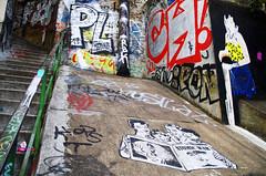 Les nouvelles du jour (Atreides59) Tags: lyon rhone rhône urban urbain france street art streetart graff graffiti escalier escaliers stair stairs pentax k30 k 30 pentaxart atreides atreides59 cedriclafrance
