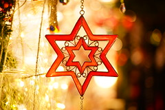 Christmas Star (Nathalie_Désirée) Tags: star glass decoration christmasfair christmas advent ornament art artwork bokeh chain form figure curtain light darkness seasonal red translucent sonyalpha7r2 sonyalpha7rii sonyamo sonyα sonyαmo