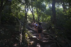 Ana e filhas (mcvmjr1971) Tags: red costão de itacoatiara praia niteroi brasil 2019 escalada trilha mmoraes nikon d800e lens sigma 2435 f20 art