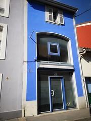 La vie en Bleu ! (laphotoduxix) Tags: drome 26 façade commerce ancien désertification travaux