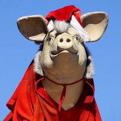 Santa Pig (Seeing Visions) Tags: 2019 unitedstates us california ca losangeles la westadams sculpture pig costume santahat square