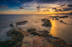 coucher de soleil d'automne (mikaouette83) Tags: coucher de soleil sunset sun clouds sky longexposure sea france rocks provence frenchriviera