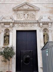 Polignano a Mare (Puglia-Italia). Iglesia de Santa Maria Assunta. Portada (santi abella) Tags: polignanoamare apulia puglia italia