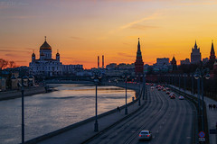 Sunset on the Moscow River (TMStorari) Tags: moscow mosca moskau moskva river sunset tramonto city cities cityscape panorama wide view vista urban urbanlandscape russia russland europe eastern skyline sonnenuntergang dusk evening eveninglight lights abendslicht licht abend luci horizon fiume sky cielo himmel kremlin