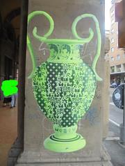 956 (en-ri) Tags: vaso pot nero verde facce faces visi volti manifesto bologna wall muro graffiti writing