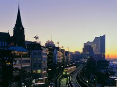 2019/01/03 | DT 5 | Hamburg | DE (Andreas Herold) Tags: bahn dt5 deutschland dämmerung eisenbahn germany hamburgerhochbahn nacht olympus ubahn zug darktable dawn night railroad railway subway train