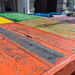 Bunte Holztische in der Fussgängerzone in Venlo