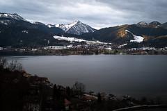 Tegernsee (Chris Buhr) Tags: tegernsee bayern bavaria deutschland sonnenaufgang lake see berge mountains landschaft sunrise winter schnee snow leica m10