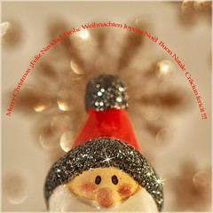 Very Merry :) (Silke Klimesch) Tags: macromonday holidaybokeh bokeh glitter santa star giftwrappingpaper weihnachtsmann geschenkpapier stern 11 merrychristmas squareformat quadratischpraktischgut froheweihnachten fatherchristmas pèrenoël joyeuxnoël santaclaus ¡feliznavidad feliznatale papainoel buonnatale babbonatale crăciunfericit moșcrăciun olympus omd em5markii mzuikodigitaled60mm128macro makemesmile