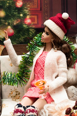 Christmas decorating (GlamLadyDollstudio) Tags: dolls dollsoutfits dollfashion dollclothes dollhouse integrity industry christmas