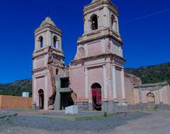 Iglesia destruida por un terremoto en La Rioja, Argentina.  Eglise détruite par un tremblement de terre à La Rioja, en Argentine. (alejaviveg) Tags: iglesia terremoto church azul argentina