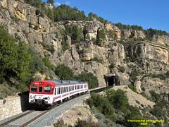Tren de Cercanías de Renfe (Línea C-3) a su paso por BUÑOL (Valencia) (fernanchel) Tags: adif ciudades renfe buñol spain поезд bahnhöfe railway station estacion ferrocarril tren treno train rodalies cercanias bunyol c3 tunel tunnel