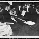 A2-313 Barfüßer Album, Weihnachtszeit am Klavier, 1920-1940 thumbnail