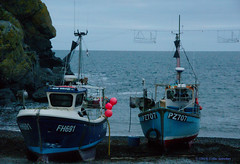 3KB11390a_C (Kernowfile) Tags: pentax cornwall cornish cadgwith thelizardpeninsula fishingboats rocks cliffs sea waves beach beached winter boats aground