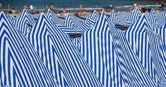 zebra (dominiquesainthilaire) Tags: nikon nikond80 brittany bretagne été summer plage beach tente tent stripes rayures blue white bleu blanc tents tentes