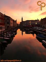 Rosso di sera (Carlo Pagan_Photo) Tags: italia italy veneto chioggia canale canal acqua water cielo sky tramonto sunset allaperto outdoors rosso red