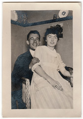 Vintage Snapshot : Happy Lap Couple (CHAIN12) Tags: scanned vintage scan photo girl man woman couple lap sit flttrby98happylapcouple