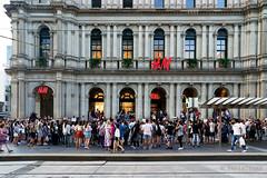 20190202-27-Crowd watching busker in Bourke Street Mall (Roger T Wong) Tags: 2019 australia bourkestreetmall melbourne rogertwong sel24105g sony24105 sonya7iii sonyalpha7iii sonyfe24105mmf4goss sonyilce7m3 victoria busker crowd summer