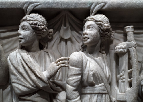 Roman marble sarcophagus with Muses, 7: Polyhymnia (?) and Terpsichore