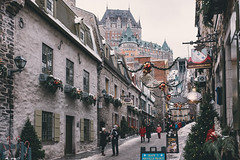 Petit Champlain, Quebec, decorated for the holidays (Nicolas Bussieres (Lost Geckos)) Tags: quebec canada petit champlain winter xmas holidays snow castle frontenac
