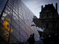 Au Louvre le matin (Calinore) Tags: paris city ville france architecture building silhouette louvre pyramide pei tronedor kohei nawa