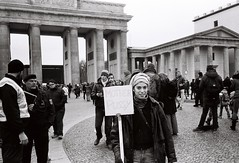 Women's March 2017 (Teresa Raw) Tags: streetphotography 35mm 35mmfilm film filmisnotdead ishootfilm analog noedit olympusxa olympus blackandwhite bw berlin food demonstration rights kodak eastman people