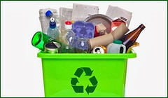 ¿Cuál es la diferencia entre reutilizar y reciclar? https://is.gd/HZNnHZ (berserk.design) Tags: materiales pet plásticos pvc reciclado reciclaje reutilizar