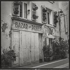 Bazar du Panier (*altglas*) Tags: marseille mediumformat mittelformat 6x6 120 film analog expired expiredfilm orwo orwonp27 bw monochrome zeiss superikonta