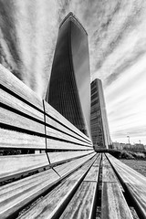 Leading Lines (Leipzig_trifft_Wien) Tags: mailand provinzmailand italien it architecture tower skyscraper wideangle modern monochrome blackandwhite bnw city urban travel line structure